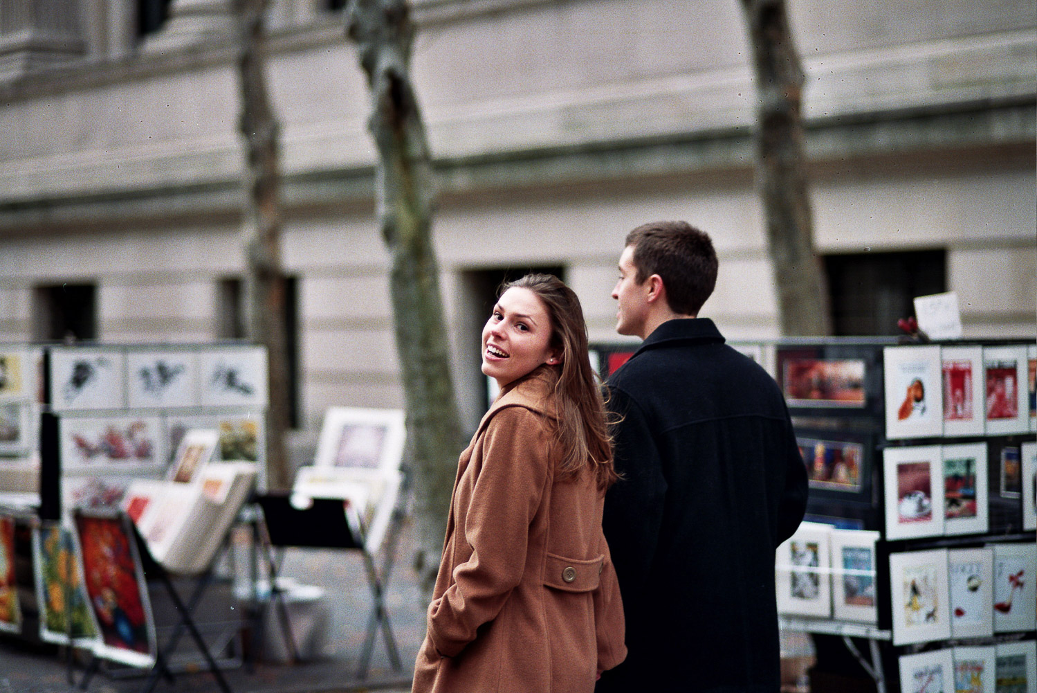 met museum engagement couple walking by wendy g photography