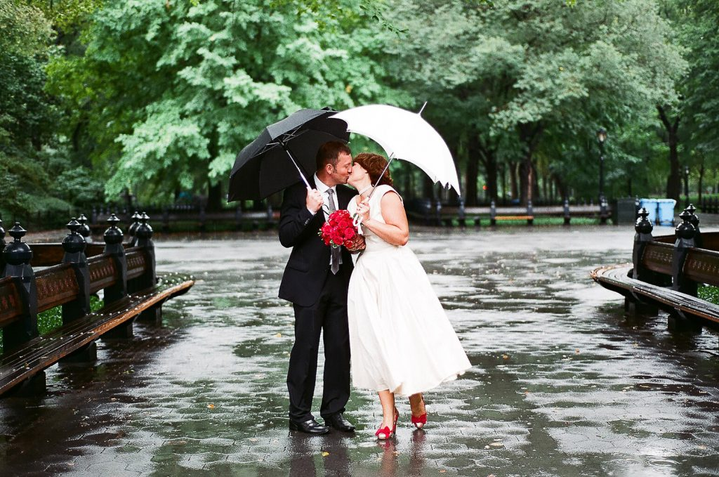 elopement wedding day photo of couple in the rain by wendy g photography