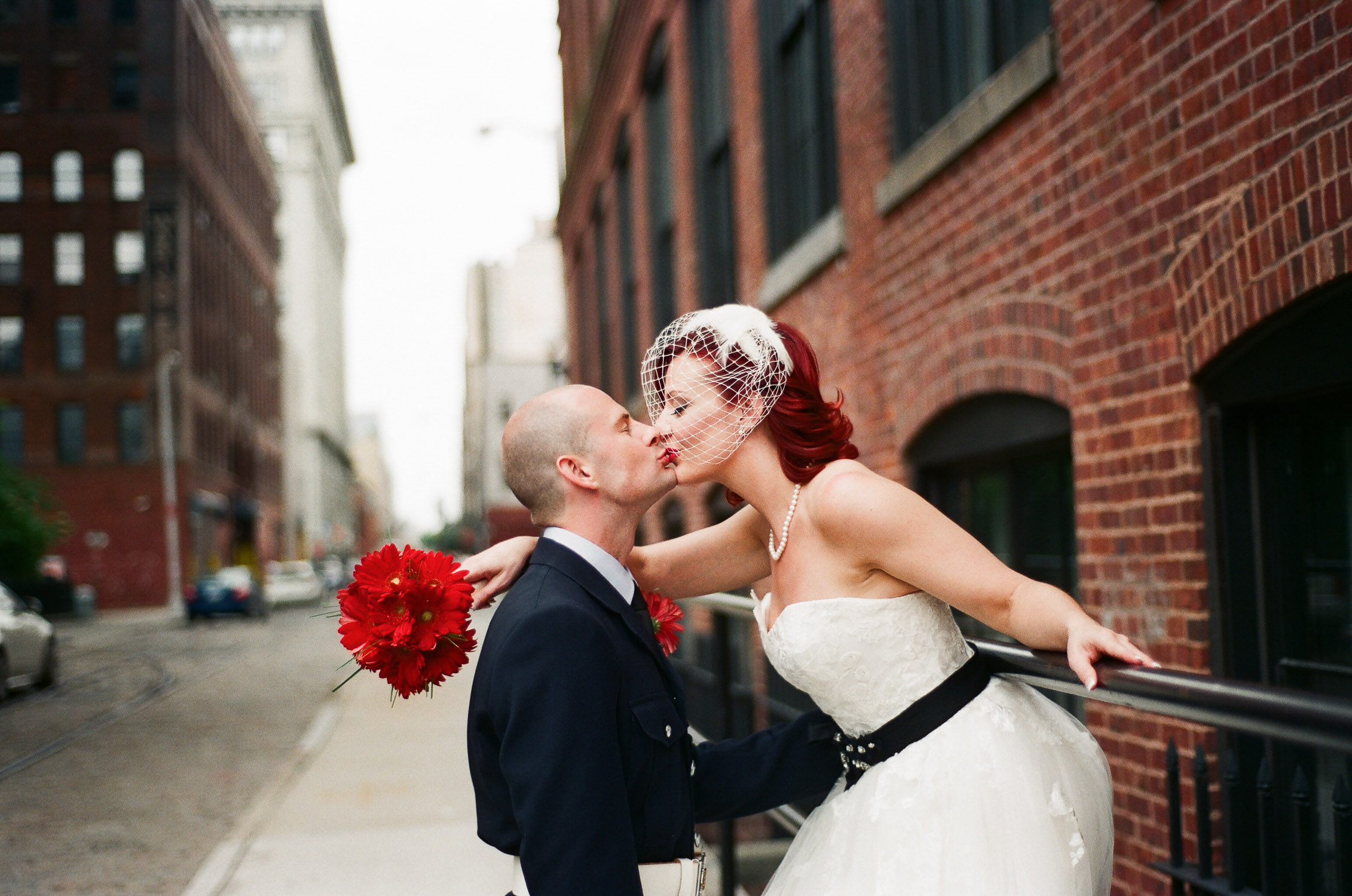 nyc conservatory garden wedding couple in dumbo by wendy g photography