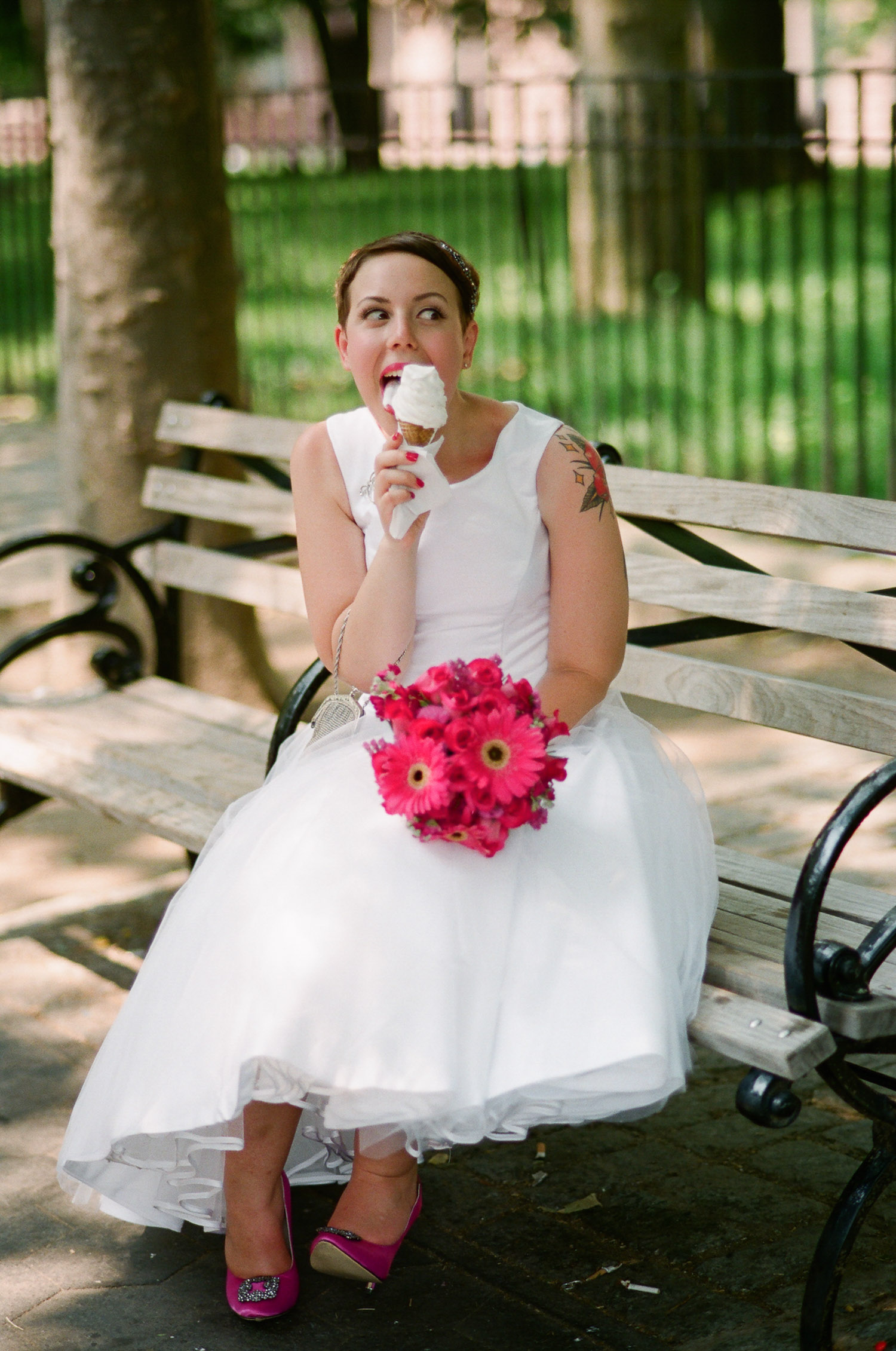 nyc central park mini wedding bride eating ice cream photo by wendy g photography