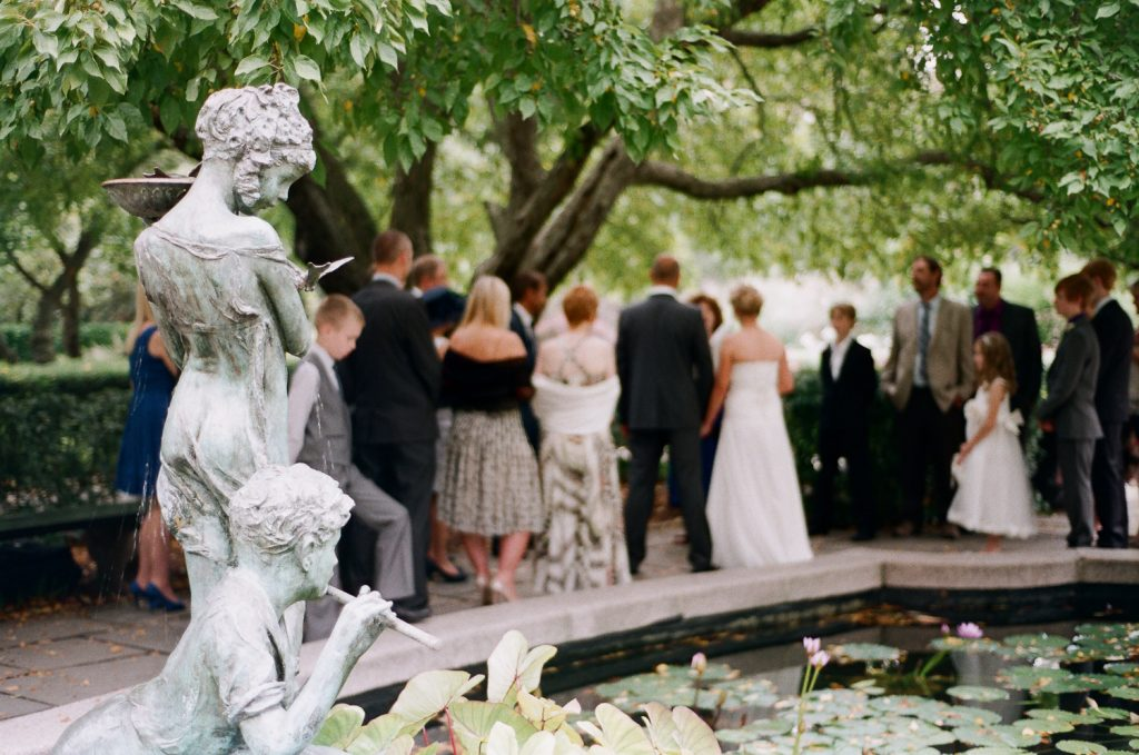 nyc conservatory garden wedding ceremony photo by wendy g photography