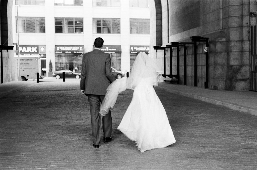 bnw wedding photos in DUMBO by wendy g photography