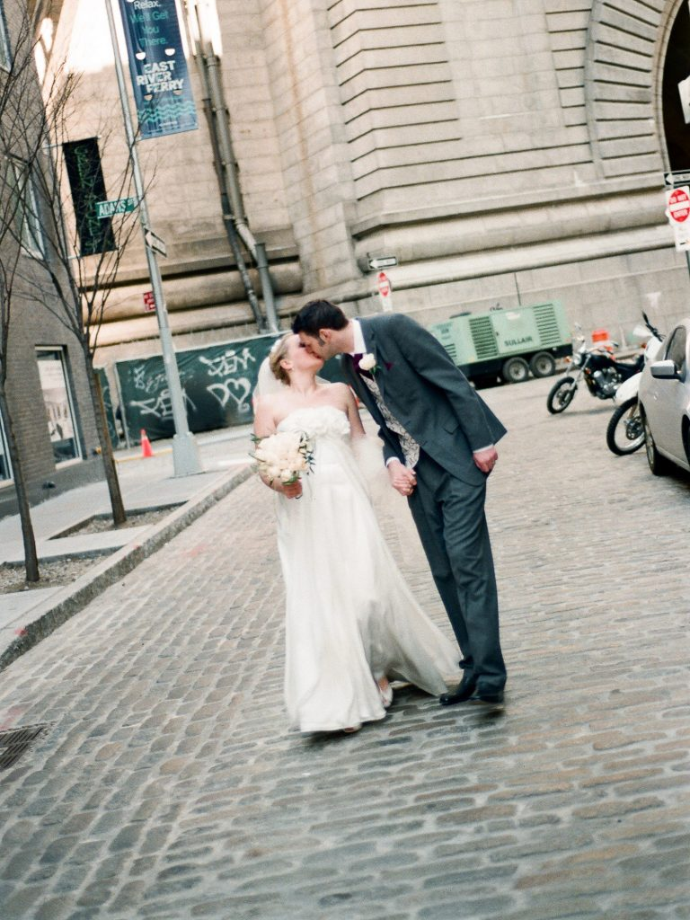 wedding photos in DUMBO by wendy g photography