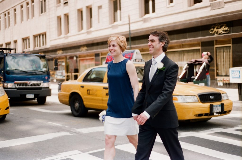 ny city hall couple by yellow cab by wendy g photography